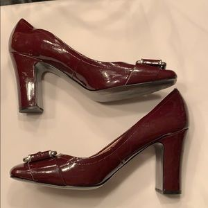 Tahari burgundy block heels 10